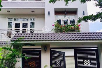 Vợ chồng tôi cần bán lại căn nhà 1 trệt, 2 lầu, gần chợ Bình Chánh, sổ hồng riêng, giá thương lượng