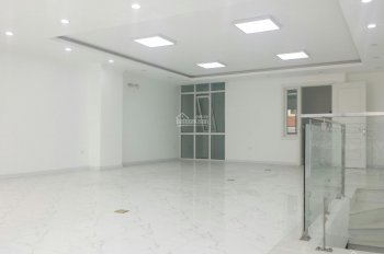 Hot, cho thuê nhà phố Kim Mã Thượng, DT: 200m2 x 4T, MT: 6,5m, giá thuê 80 triệu/th. LH: 0903215466