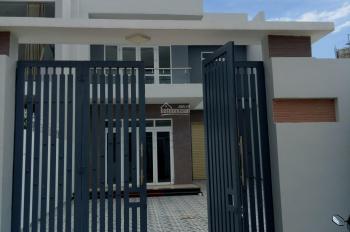 Bán nhà mới, 1 lầu, mặt tiền đường Bùi Đạt, TP. KonTum. Liên hệ 0943.748.226