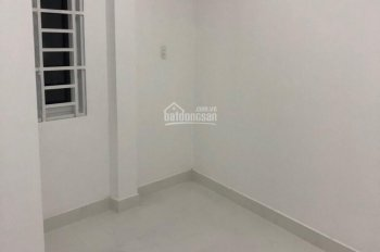 Bán nhà 1 trệt 1 lầu sát ngay chợ Linh Xuân, Thủ Đức, LH 0939 710447 (Thuỷ)
