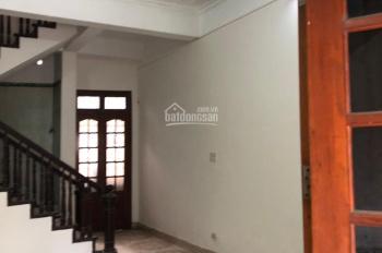 Cho thuê nhà 60m2 x 3,5 tầng mặt ngõ ô tô đỗ đường Giải Phóng, khu Nguyễn An Ninh, 15/th