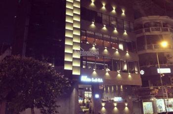 Cho thuê gấp mặt phố Hoàng Ngân 2 tầng, diện tích 230m2, mặt tiền 10m, giá thuê 100 triệu/tháng