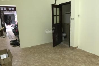 Cho thuê tầng 1 làm cửa hàng hoặc văn phòng giá rẻ, 5tr - 9tr/tháng, ngã tư Nguyễn Trãi Nguyễn xiển