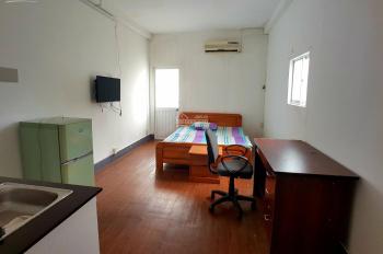 Phòng ban công 25m2 Nguyễn Thái Bình, Quận 1