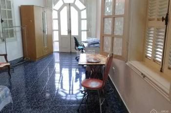 Cho thuê căn hộ mini tầng 3 ô tô đỗ cửa Kim Mã, Nguyễn Thái Học, diện tích 50m2, đầy đủ tiện nghi