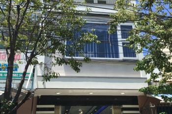 Giá rẻ! Cho thuê nhà 3 tầng đường Tôn Quang Phiệt, đầy đủ nội thất, 6 PN, 5 toilet. LH 0903 558166