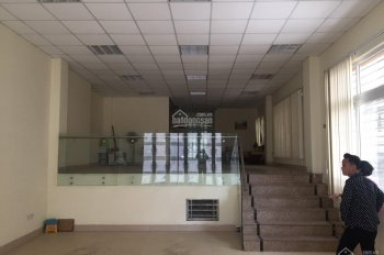 Cho thuê nhà mới xây mặt phố Hồng Hà, DT 160m2 x 2 tầng, MT 6m, giá 50tr/th. LH Hiếu 0974739378