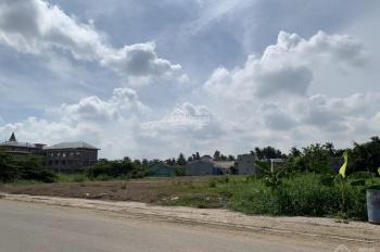 Gia đình bán gấp 4 lô đất MT đường Vĩnh Phú 17, hướng ra QL 13, giá 1,58 tỷ/85m2. LH 0903.632136