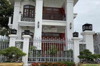 Cho thuê nhà phố Vinhomes Hàm Nghi, DT đất 450m2, XD 150m2, giá thuê 162,26 triệu/th