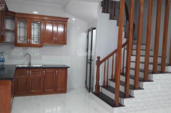 Bán nhà Ngõ 158 Nguyễn Sơn 32m x 4,5 tầng + 10m sân,3 PN,4 VS,Ngõ to oto đỗ cổng