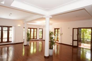 Cho thuê biệt thự có bể bơi khu vip Tây Hồ, S: 480m2, 7 phòng ngủ, giá thuê 139 triệu/tháng
