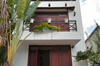 Cho thuê biệt thự hẻm Trần Não, P. Bình An, Q. 2, 3 phòng ngủ, sân vườn (22tr/tháng), 0902.383.789