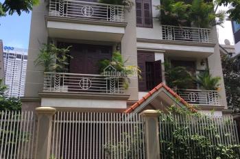 Cho thuê biệt thự Dịch Vọng, Cầu Giấy, Hà Nội. DT 220m2 * 4 tầng, MT 14m, giá 65tr/tháng