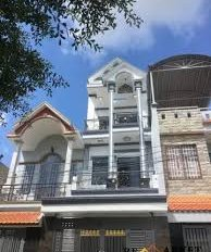 Bán nhà 1 trệt 2 lầu đường Phan Văn Hớn, Hóc Môn, diện tích 6x17m, giá 2,5 tỷ, có thể cho thuê luôn
