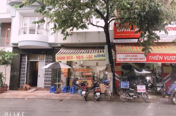 Bán nhà 2MTKD đường Độc Lập, P.Tân Qúy, DT: 4,5x18m cấp 4, đang cho thuê 20tr/th. LH: 0938.161.559