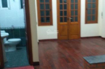 Nhà riêng ngõ ô tô phố Ngọc Khánh 50m2 * 4t, 4pn, giá 18tr/th, 2 mặt thoáng nhà mới