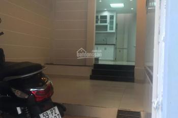Bán nhà 3 lầu hẻm Đồng Đen, Q. Tân Bình. Giá bán 4tỷ7 DT 33,67m2 khu vực an ninh LH 0988778875