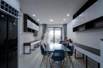 Cần cho thuê căn hộ 2 phòng ngủ tại Saigon Royal, Quận 4. Giá 32,2tr/tháng. Miễn phí dịch vụ