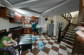 Bán nhà 30m2 x 5 tầng x 7.2m mặt tiền ngõ Hoàng Quốc Việt thông ngõ 102 Nguyễn Đình Hoàn giá 2.3 tỷ