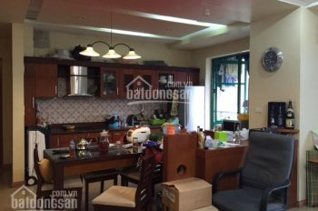 Bán căn hộ 15-17 Ngọc Khánh, 113m2, 2PN, đủ nội thất đẹp (xem ảnh), cửa hướng Nam, sổ đỏ cc