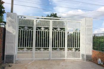 Chính chủ bán đất, tặng nhà cấp 4 mới xây đẹp. Lh: 0909009980