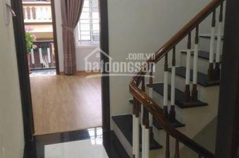 Gia đình cần bán gấp nhà ngõ phố Tô Hiệu, DT 40m2 xây 3 tầng, cách phố 30m, giá 2.5 tỷ