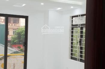 Gia đình cần bán gấp nhà ngõ phố Lương Văn Can, Tô Hiệu, DT 40m2 x 4 tầng, cách phố 15m, giá 3 tỷ