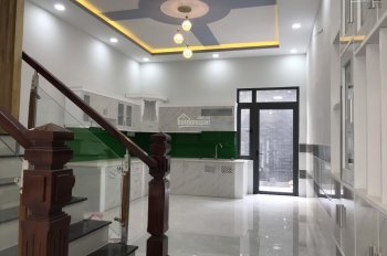 Bán nhà gấp gần chợ Hưng Long, Bình Chánh