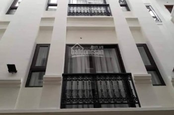 Bán nhà mặt phố Cát Linh DT 32/35m2, 5.5 tầng, MT 3.5m, giá chỉ 7.4 tỷ