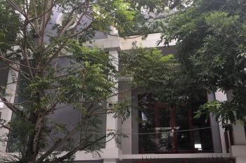 Bán nhà đẹp, 3 tầng phường Cửa Nam, đầy đủ nội thất, đường ốp đá rộng 11m