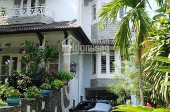 Cho thuê villa Thảo Điền, 20x20m, 1 trệt 2 lầu, sân vườn hồ bơi đẹp, giá 60-90tr. LH 0933780260