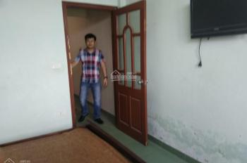Cho thuê nhà phố Thanh Đàm 3 tầng, 3PN có điều hòa nóng lạnh giá rẻ chỉ 5 tr/th. LH: 0982657296