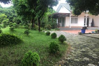 Cần bán gấp khuôn viên biệt thự nhà vườn cực đẹp gần sát cổng sân golf Sky Lake Văn Sơn