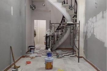 Nhà hẻm xe hơi Sư Vạn Hạnh mới sơn sửa có 1 trệt 1 lầu, 2 phòng ngủ