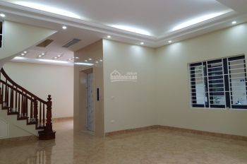 Cần bán nhà ngõ 58 Nguyễn Khánh Toàn, Quan Hoa, Cầu Giấy. DT 42m2 x 5 tầng, MT 3,9m, vuông vắn