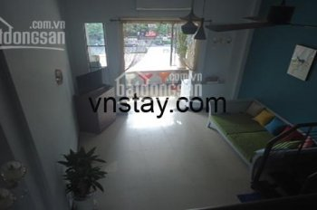 Cho thuê căn hộ 2 phòng ngủ với ban công lớn nhìn ra đường Lê Lợi, giá rẻ