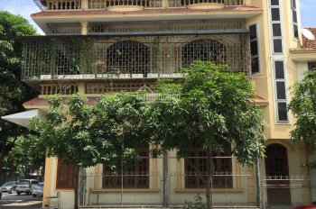 Cho thuê nhà 3 tầng lô góc mặt đường Nguyễn Văn Cừ, tp Vinh