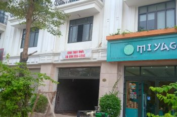 Tôi cần cho thuê nhà 18 Đỗ Quang 70m2x5T MT 6m, lô góc vỉa hè rộng KD spa, VP, cafe 35tr 0934406986