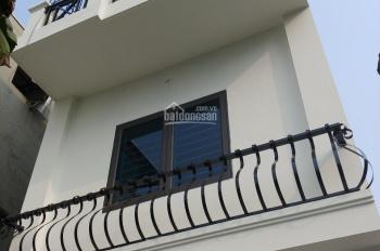 Bán nhà dân Thạch Bàn 40m2x3,8m nhà 3 tầng 3PN, nội thất đầy đủ 2,3 tỷ(cách đường cổ Linh 70m)