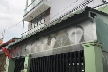 Cần tiền nên bán nhà tại quận 9 . Liên hệ: Nguyễn Gia Việt 0932856182