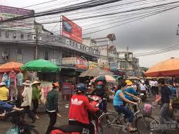 Cần bán lô góc sát chợ Bình Chánh, DT: 120m2, giá 690 triệu, sổ hồng riêng