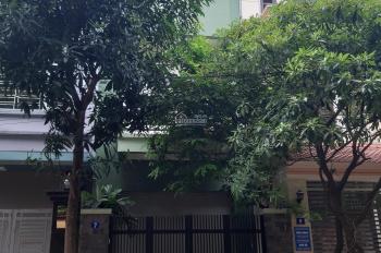 Cho thuê nhà chia lô mặt ngõ 92 Nguyễn Khánh Toàn. DT 83m2 x 4 tầng, MT 4,5m đường rộng 8m