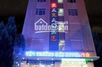 Cho thuê gấp 17 CHDV Nguyễn Trãi, p. Bến Thành, Q 1, DT : 7 X 15 , 5 L , giá 95 triệu/tháng.