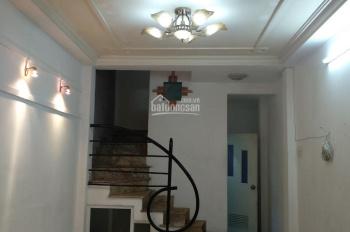 Cho thuê nhà nguyên căn hẻm Thích Quảng Đức, 5*8m, 3 tầng, 12 triệu/tháng