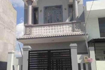 Bán nhà 1 trệt 1 lầu, đường Tân Liêm gần chợ Phú Lạc, giá 970 triệu, SHR, hỗ trợ vay