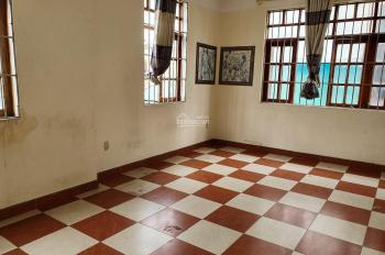 Phòng lầu 1 như hình. DT: 4 x 7m
