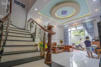 Chính chủ bán nhà đường Lê Hồng Phong, Thủ Dầu Một DT 98m2, sổ hồng rồi