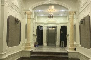 Cho thuê nhà mặt phố Giang Văn Minh siêu đẹp, DT: 75m2x5T, MT: 5m, giá thuê: 35tr/th. LH 0903215466