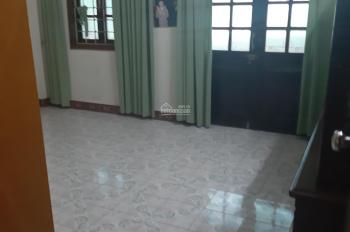 Nhà ngõ 30 phố Phan Văn Trường. DT 50m2 x 4 tầng, mỗi tầng 2 phòng, ngõ rộng ô tô đậu cửa