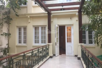 Cho thuê Biệt thự Pháp cổ mặt phố Điện Biên Phủ: Diện tích 340m; mặt tiền 14m, LH 0936030855